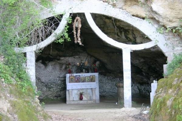 La grotta di Sant'Elia Speleota presso Melicuccà, in provincia di Reggio Calabria.