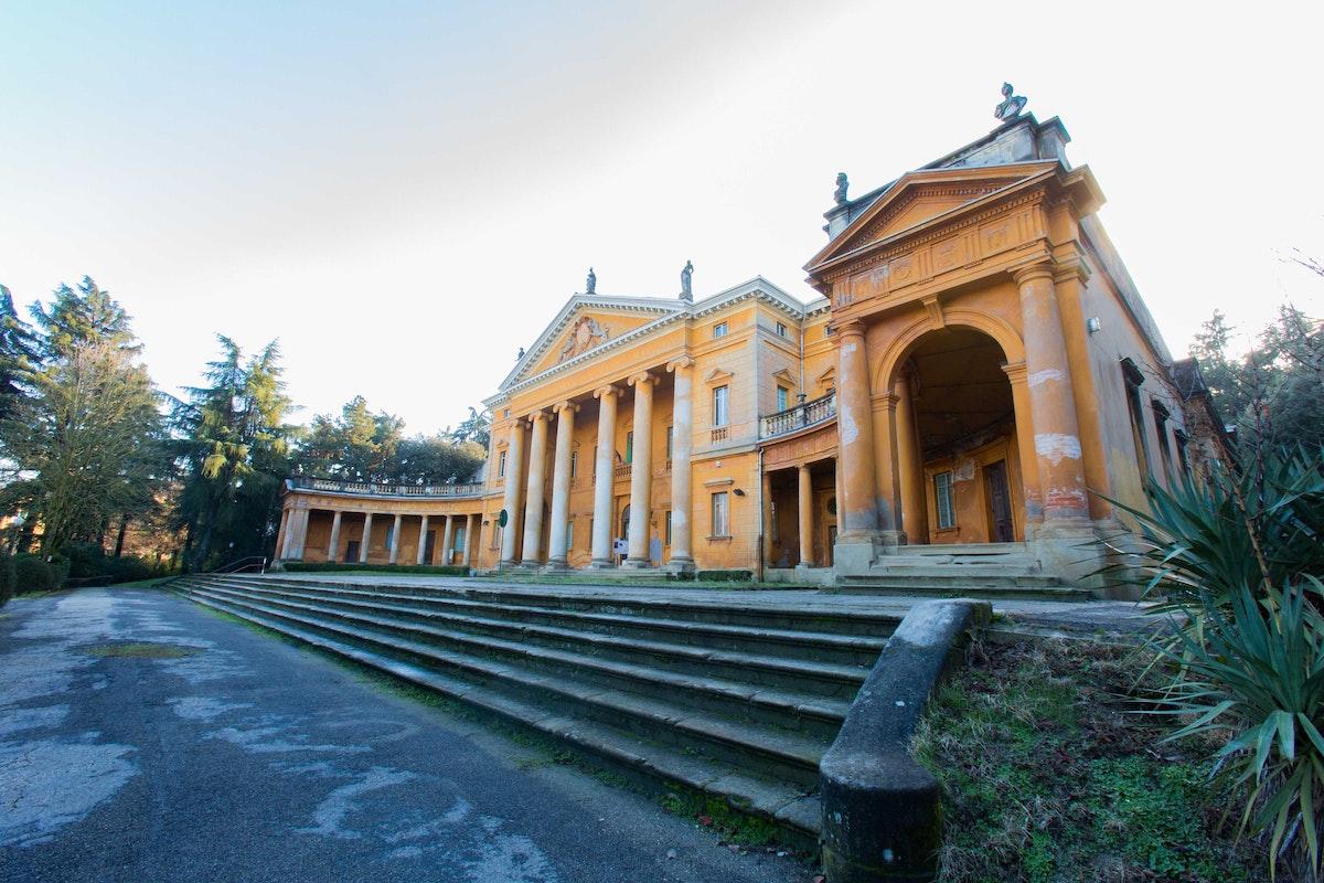 Villa Aldrovandi Mazzacorati e Teatro Settecentesco