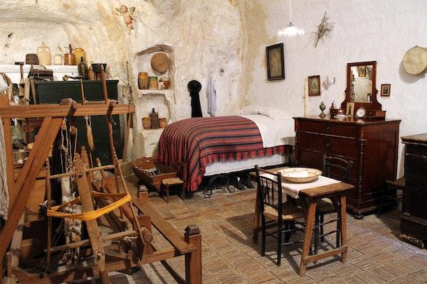 Antica abitazione con arredi tipici, CASA NOHA, MATERA (MT )