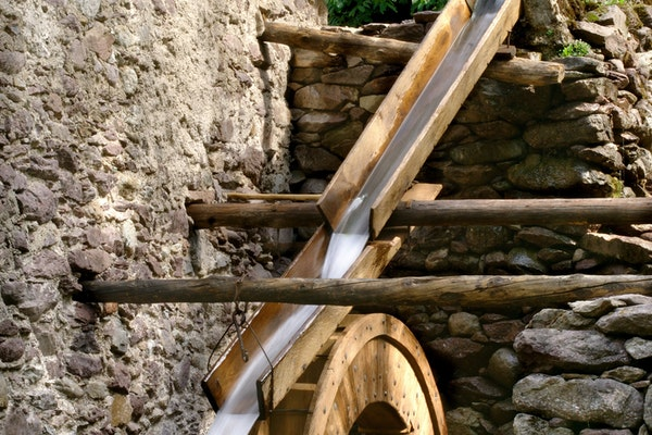 La ruota alimentata ad acqua, MULINO MAURIZIO GERVASONI, RONCOBELLO (BG )