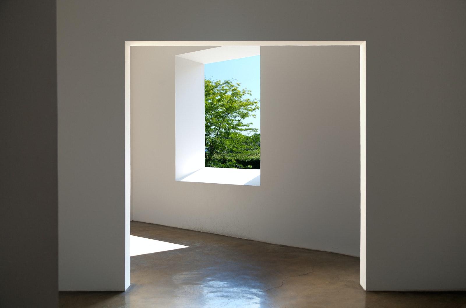 """Ala dei rustici. """"Varese portal room"""" di Robert Irwin (1973), VILLA E COLLEZIONE PANZA, VARESE"""
