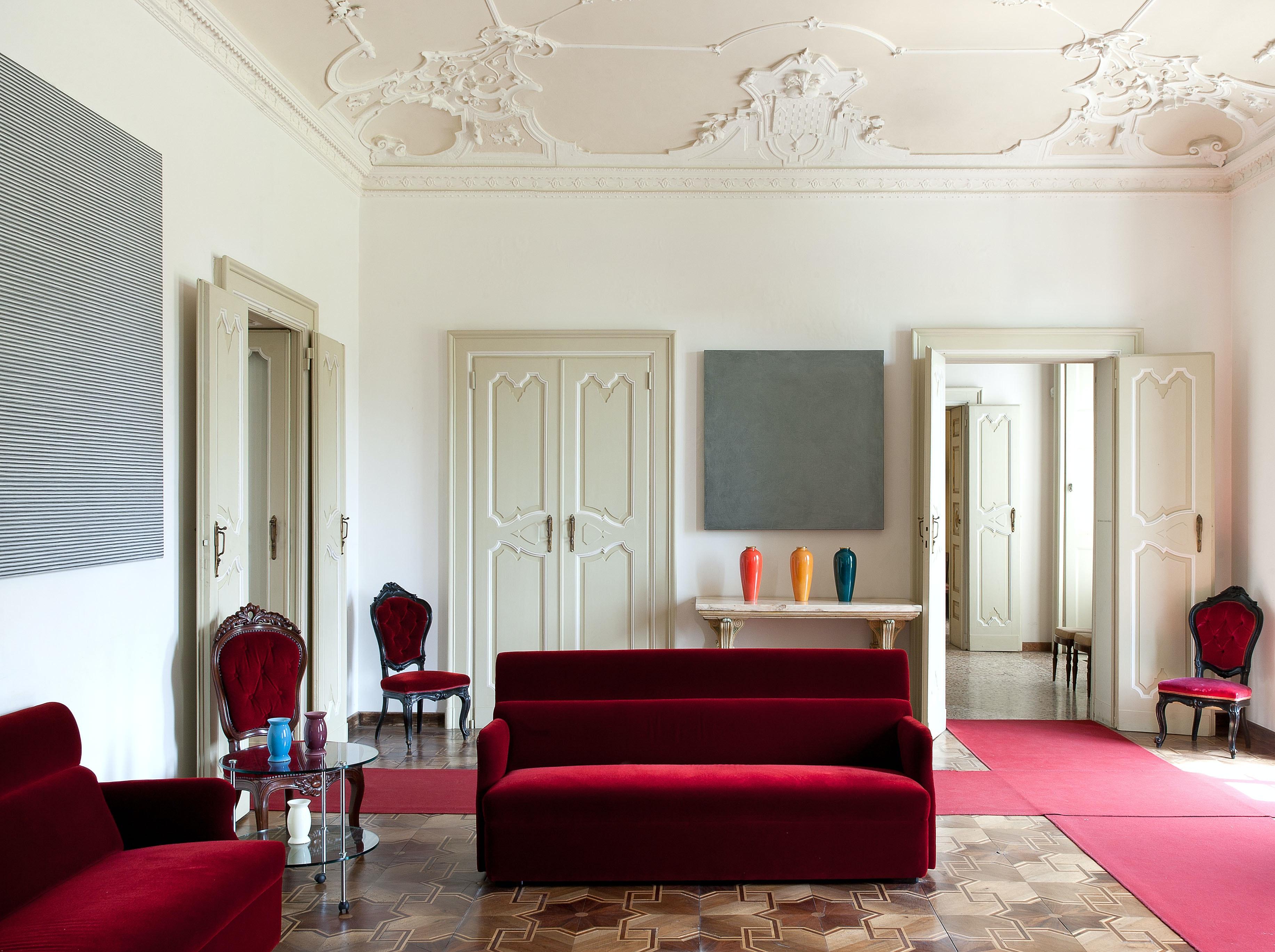 Salotto con opere di Max Cole e David Simpson, VILLA E COLLEZIONE PANZA, VARESE