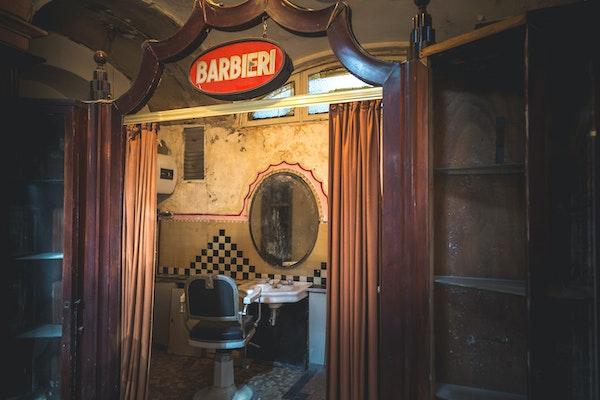 Insegna del salone per barbiere, ALBERGO DIURNO VENEZIA, MILANO (MI )